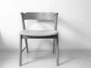 誰も座っていない空いている椅子